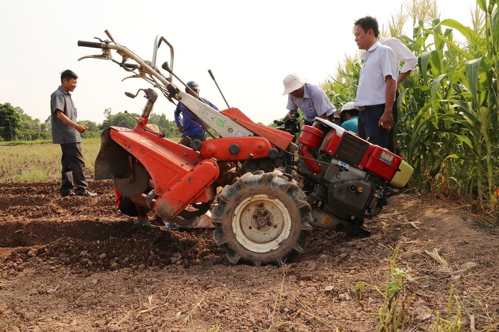 Máy xới đất đa năng phục vụ trồng rau màu – Trung tâm Kiểm định và Kiểm nghiệm Đồng Tháp